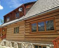 Ξύλινο Highlander εξοχικό σπίτι στη νότια Πολωνία Στοκ Εικόνες
