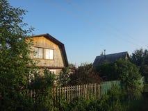 Ξύλινο hous στην του χωριού οδό Στοκ Εικόνες