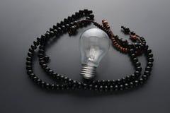 Ξύλινο rosary στο γκρίζο υπόβαθρο Στοκ φωτογραφία με δικαίωμα ελεύθερης χρήσης