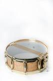 Ξύλινο snare τύμπανο με τα χρυσά πλαίσια Στοκ Εικόνες