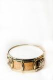 Ξύλινο snare τύμπανο με τα χρυσά πλαίσια στοκ φωτογραφίες