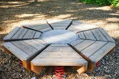 Ξύλινο trampolin οκτώ κομματιού σε ένα έδαφος παιχνιδιού Στοκ φωτογραφία με δικαίωμα ελεύθερης χρήσης