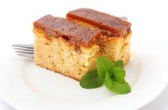 Ξύλο καρυδιάς και αλατισμένο κέικ καραμέλας Στοκ φωτογραφία με δικαίωμα ελεύθερης χρήσης