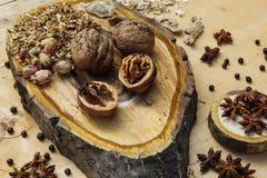 Ξύλο καρυδιάς και γλυκάνισο Στοκ εικόνα με δικαίωμα ελεύθερης χρήσης