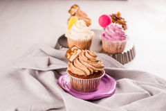 Ξύλο καρυδιάς cupcakes Στοκ φωτογραφίες με δικαίωμα ελεύθερης χρήσης