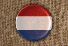 Ξύλο ολλανδικών κατασκευασμένο στρογγυλό σημαιών στο τραχύ ύφασμα Στοκ Εικόνες