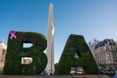 Οβελίσκος στο κέντρο του Μπουένος Άιρες σε μια ηλιόλουστη ημέρα της άνοιξη α Στοκ Εικόνες