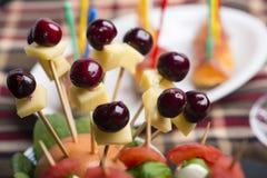 Οβελίδιο μοτσαρελών ντοματών και άλλα τρόφιμα δάχτυλων freh Στοκ Φωτογραφίες