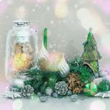 Ογκομετρικό διακοσμητικό ντεκόρ Χριστουγέννων σύνθεσης στο ελαφρύ υπόβαθρο Στοκ φωτογραφία με δικαίωμα ελεύθερης χρήσης