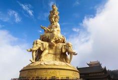 Ογκώδες άγαλμα Samantabhadra στη σύνοδο κορυφής του υποστηρίγματος Emei, Κίνα Στοκ φωτογραφία με δικαίωμα ελεύθερης χρήσης