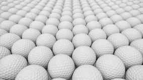 Ογκώδης από επάνω προς τα κάτω σειρά άσπρων σφαιρών γκολφ Στοκ Φωτογραφία