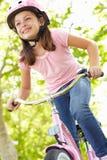 οδήγηση κοριτσιών ποδηλάτων Στοκ εικόνες με δικαίωμα ελεύθερης χρήσης