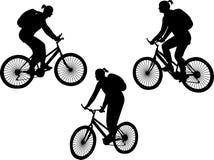 οδήγηση κοριτσιών ποδηλά&ta Στοκ Φωτογραφίες