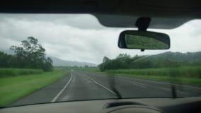 Οδήγηση μέσω μιας ψιλής βροχής φιλμ μικρού μήκους
