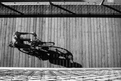 Οδήγηση ποδηλάτων, άποψη πουλιών Στοκ φωτογραφίες με δικαίωμα ελεύθερης χρήσης
