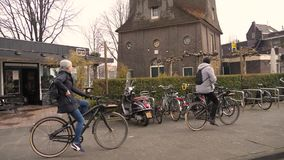 Οδήγηση ποδηλάτων οδών του Άμστερνταμ φιλμ μικρού μήκους