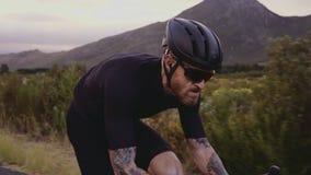 Οδήγηση ποδηλατών στο πλήρες εργαλείο απόθεμα βίντεο