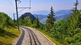 Οδήγηση του cogwheel σιδηροδρόμου Rochers de Naye, Ελβετία απόθεμα βίντεο