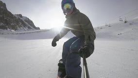 Οδήγηση Snowboarder στο χιονοδρομικό κέντρο Οδήγηση στις ΗΠΑ απόθεμα βίντεο