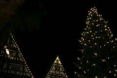 οδηγημένα Χριστούγεννα αστέρια φω'των νέου και χριστουγεννιάτικα δέντρα ιστορικό cit στοκ φωτογραφία με δικαίωμα ελεύθερης χρήσης
