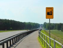 Οδηγοί προειδοποίησης που μετρούν την ταχύτητα στοκ εικόνες