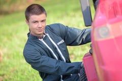 Οδηγός στο σύγχρονο φορτηγό καμπινών Στοκ Εικόνες