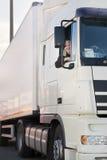 Οδηγός φορτηγού και το truck του. Στοκ φωτογραφία με δικαίωμα ελεύθερης χρήσης