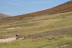 οδηγώντας βουνοπλαγιά suv & Στοκ εικόνες με δικαίωμα ελεύθερης χρήσης