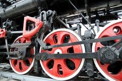 Οδηγώντας εκλεκτής ποιότητας, αναδρομική ατμομηχανή ροδών ΕΣΣΔ στοκ εικόνες