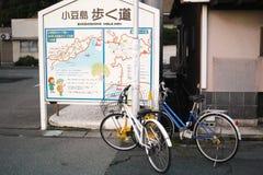 Οδηγώντας ποδήλατο στο νησί Shodoshima, Shikoku, Ιαπωνία Στοκ Εικόνες