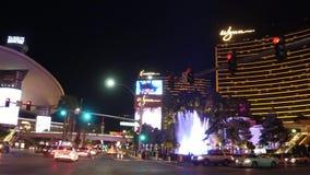 Οδηγώντας στη λουρίδα του Λας Βέγκας τη νύχτα - τα καταπληκτικές ξενοδοχεία και οι χαρτοπαικτικές λέσχες - τις ΗΠΑ 2017 απόθεμα βίντεο