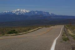 Οδηγώντας Moab, Γιούτα στην εθνική οδό 128 Στοκ Εικόνες