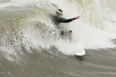 οδηγώντας surfer κύμα Στοκ εικόνες με δικαίωμα ελεύθερης χρήσης