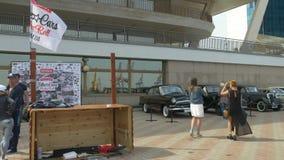 ΟΔΗΣΣΟΣ, ΟΥΚΡΑΝΙΑ - 11 ΙΟΥΝΊΟΥ 2016: Αυτοκίνητα ποδηλάτων και αναδρομικό φεστιβάλ ρόλων βράχου ν Αναδρομικοί αυτοκίνητα και πίνακ απόθεμα βίντεο