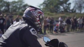 Οδησσός, Ουκρανία 22 Σεπτεμβρίου Αγώνας και έκθεση των μοτοσικλετών και των αυτοκινήτων σε σε αργή κίνηση Παρουσιάστε στο κλείσιμ απόθεμα βίντεο