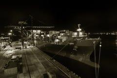 Οδησσός, Ουκρανία, τσίρκο 2012: Εμπορικός λιμένας φορτίου θάλασσας τη νύχτα στοκ εικόνα