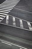 Οδικά σημάδια στο διάδρομο αερολιμένων Στοκ φωτογραφία με δικαίωμα ελεύθερης χρήσης