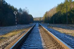 Οδική αυγή του 2018 σε έναν κενό σιδηρόδρομο Στοκ Φωτογραφίες