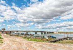 Οδική γέφυρα πέρα από το Berg River σε Velddrif στοκ εικόνες με δικαίωμα ελεύθερης χρήσης