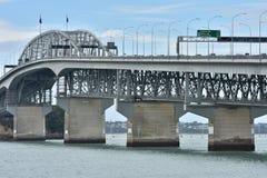 Οδική γέφυρα στη βόρεια ακτή του Ώκλαντ Στοκ Φωτογραφία