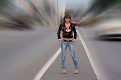 οδική στάση κοριτσιών Στοκ φωτογραφία με δικαίωμα ελεύθερης χρήσης