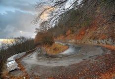 οδική στροφή βουνών Στοκ φωτογραφίες με δικαίωμα ελεύθερης χρήσης