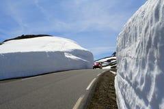 οδικός χειμώνας αυτοκι&nu Στοκ Φωτογραφία