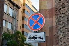 Οδικό σημάδι που απαγορεύει την παύση των οχημάτων στοκ εικόνες με δικαίωμα ελεύθερης χρήσης