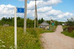 Οδικό σημάδι που δείχνει την αρχή του δρόμου Στοκ Εικόνες