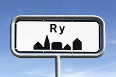 Οδικό σημάδι πόλεων Ry στη Δανία στοκ εικόνες