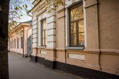Οδοί και παλαιά σπίτια τούβλων στην ιστορική γειτονιά Kievan Podil Kyiv, Ουκρανία Στοκ φωτογραφίες με δικαίωμα ελεύθερης χρήσης