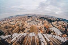 Οδοί πόλεων της Ρώμης στη βασιλική πόλεων του Βατικανού και του ST Peters εστίαση στοκ φωτογραφίες
