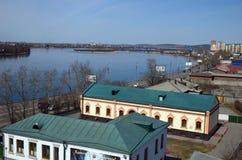 Οδοί πόλεων του Ιρκούτσκ και ποταμός Angara Τοπ άποψη από τον πύργο κουδουνιών της εκκλησίας μονών καλογραιών Znamensky Στοκ Εικόνα