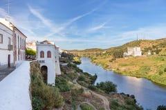 Οδοί της παλαιάς πόλης τουριστών Mertola Πορτογαλία στοκ φωτογραφία με δικαίωμα ελεύθερης χρήσης
